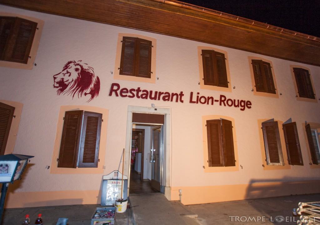 Lion rouge Restaurant Logo Facade peintre artiste